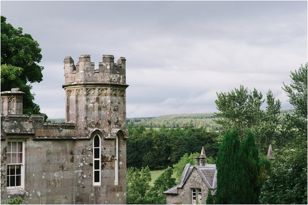 Summer Scottish castle wedding in Blairquhan by Cro & Kow