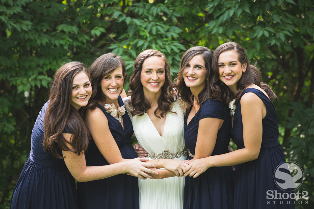 five sisters at wedding