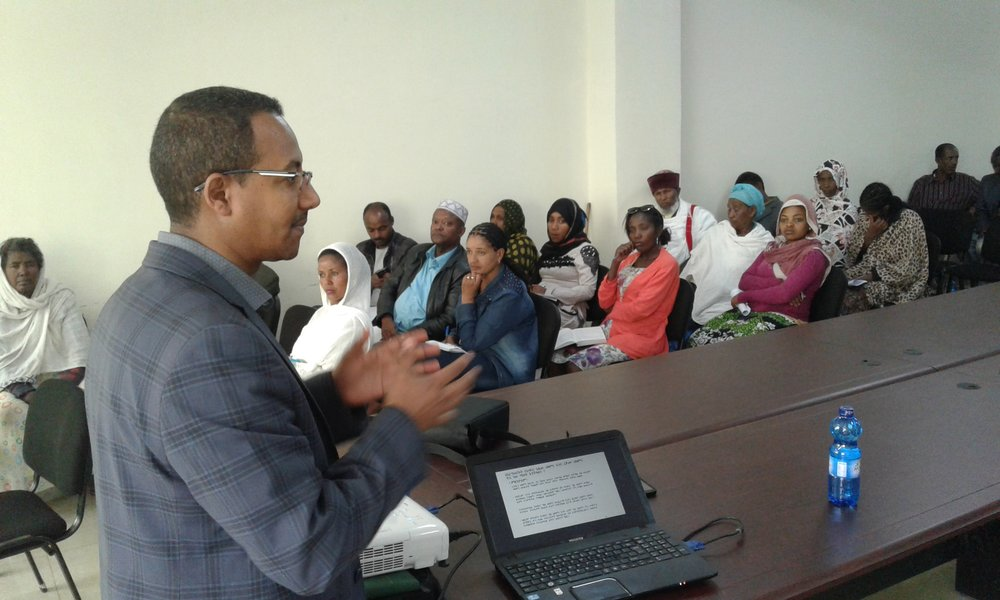 Principal Investigator at St. Peter's Hospital, Addis Ababa presents results to participants and community stakeholders