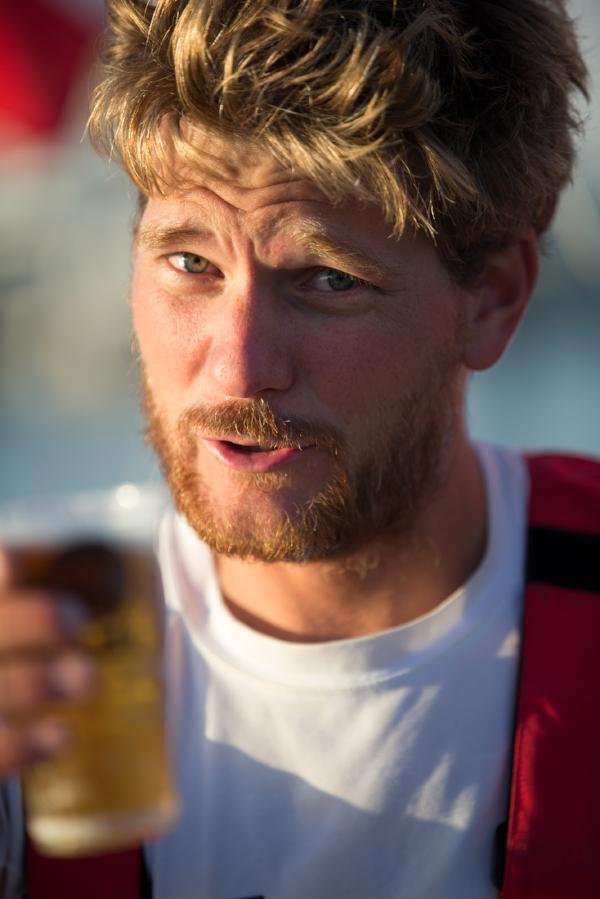 Première bière après 9 jours de course aux Sable d'Olonne à l'arrivée de la course Les Sables - Les Açores - Les Sables en 2016. (Photo: Christophe Breschi)