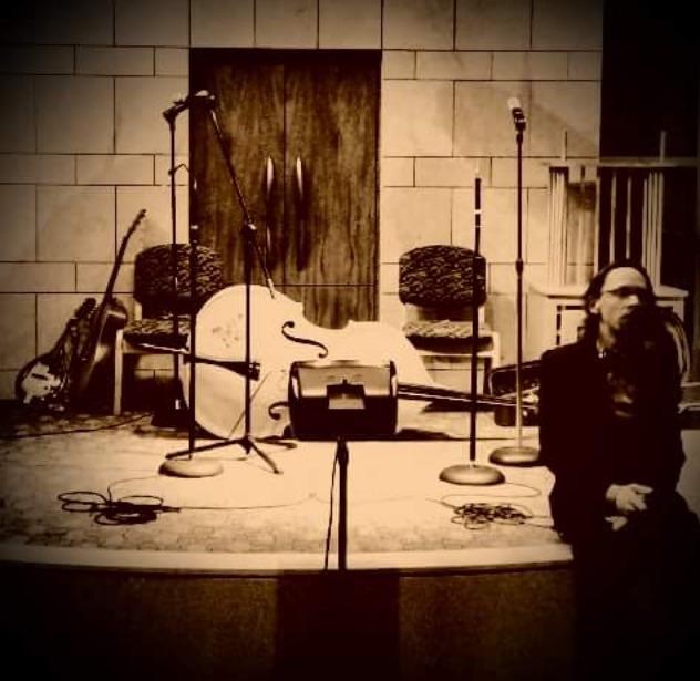 Shane Johnson before a show in St. Louis. Photo by Seth Pedigo.