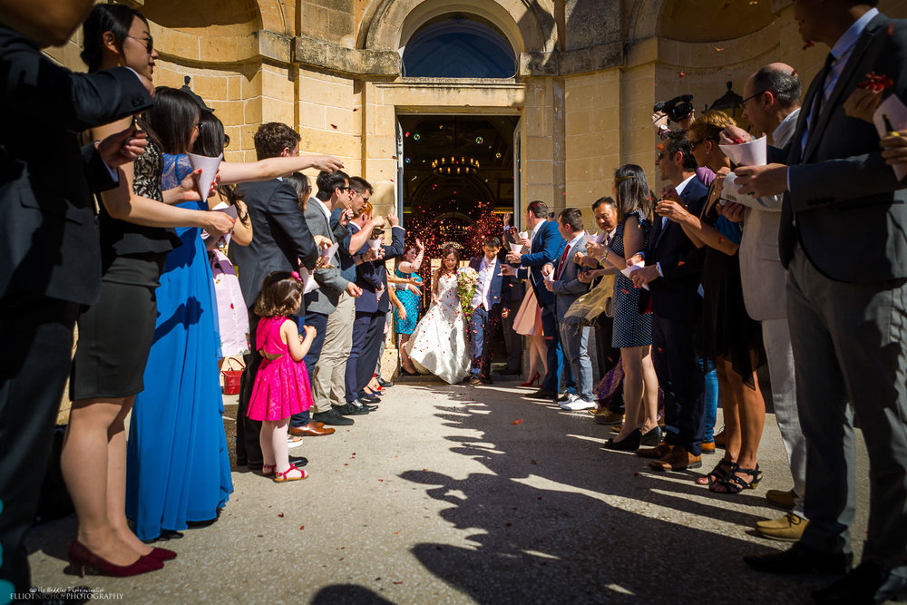 newlyweds make entrance into the Palazzo garden under a shower of confetti