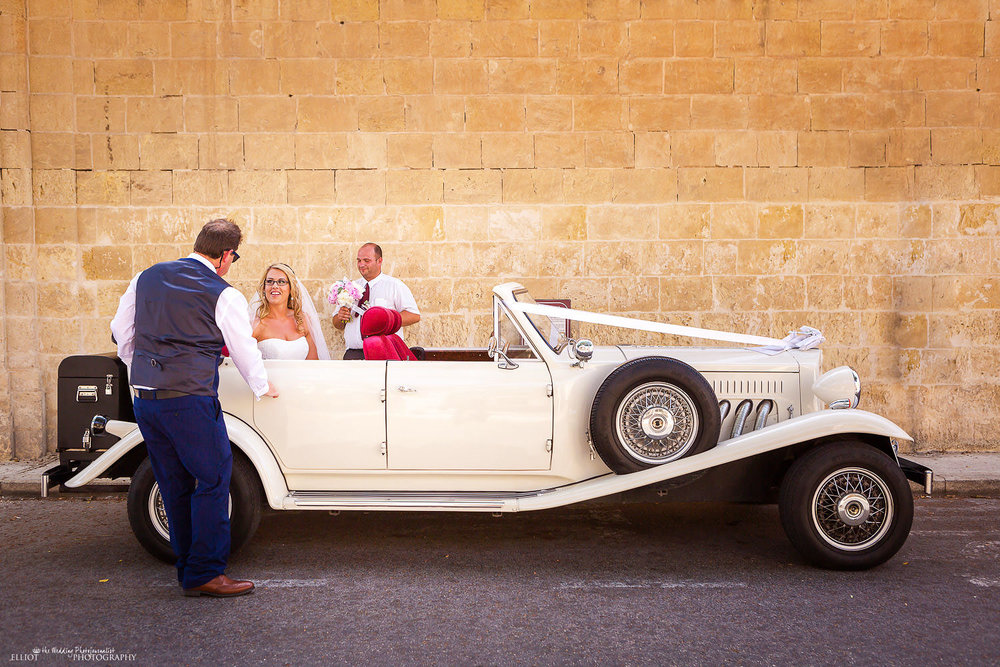 Bride and her father arrive at Villa Bologna in a vintage wedding car