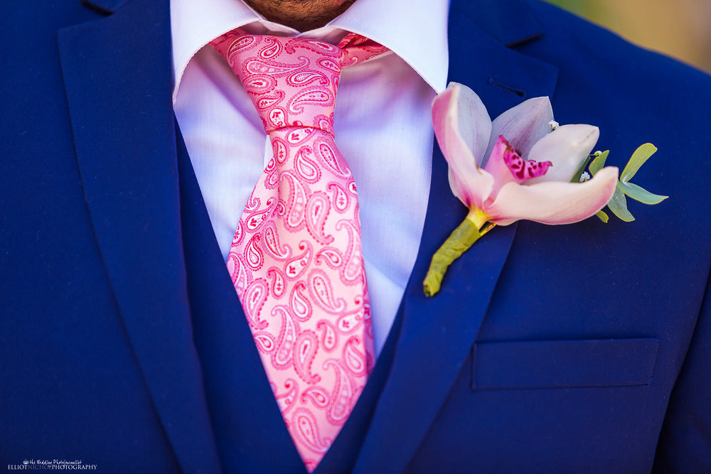 Groom's wedding suit and flower