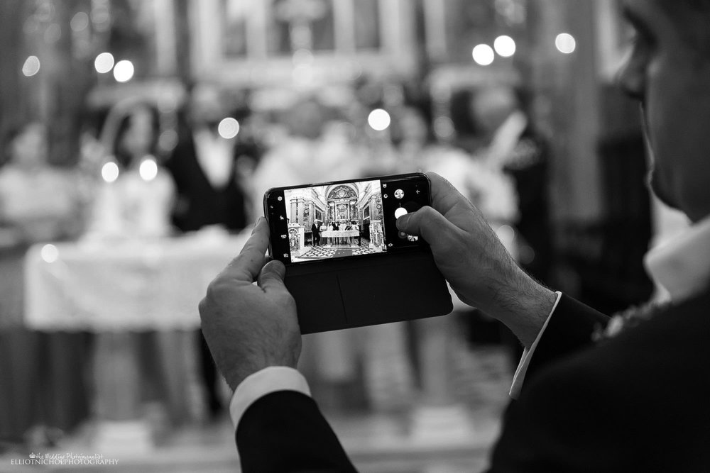 wedding-mobile-church-photo
