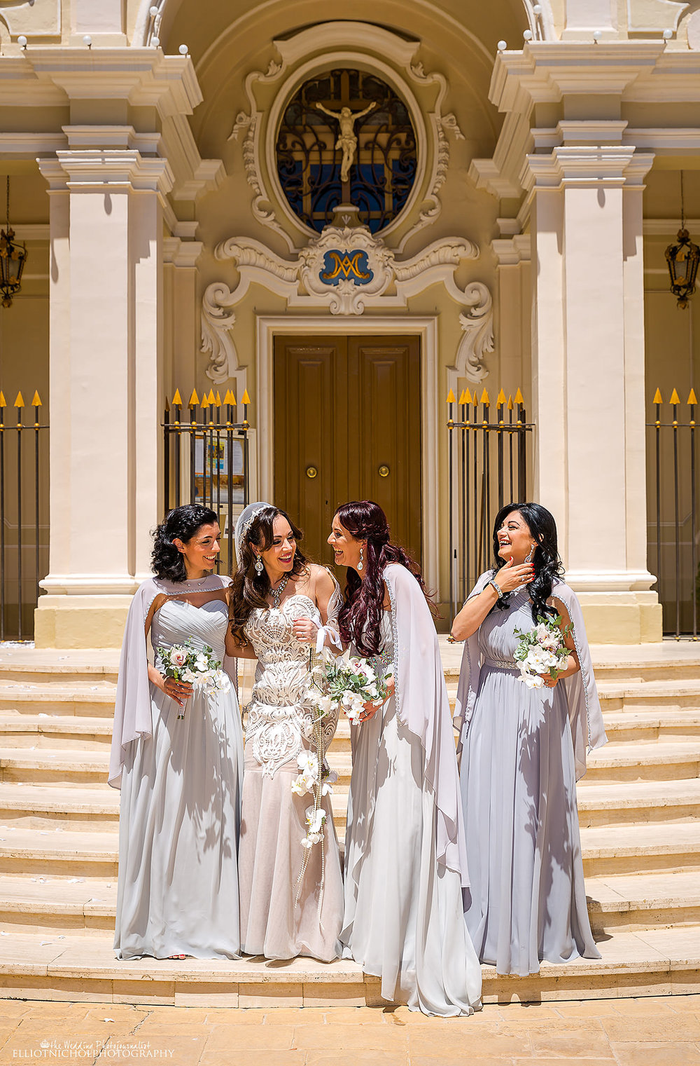 bride-bridesmaids-natural-photo-photography-church-wedding