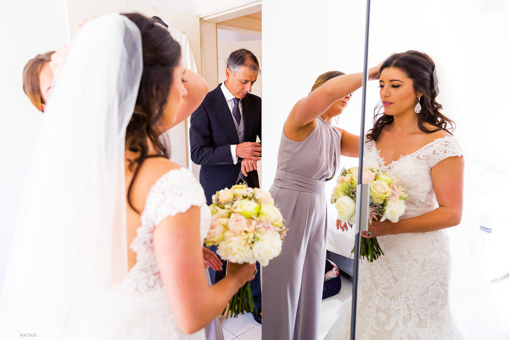 wedding-father-bride-time-getting-ready-photography