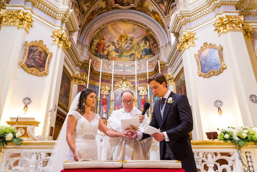wedding-vows-photography-church-destination-weddings