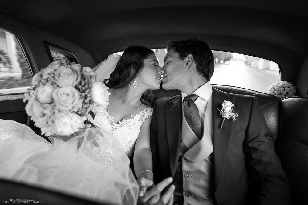 kissing-newlyweds-car-photography-wedding-day