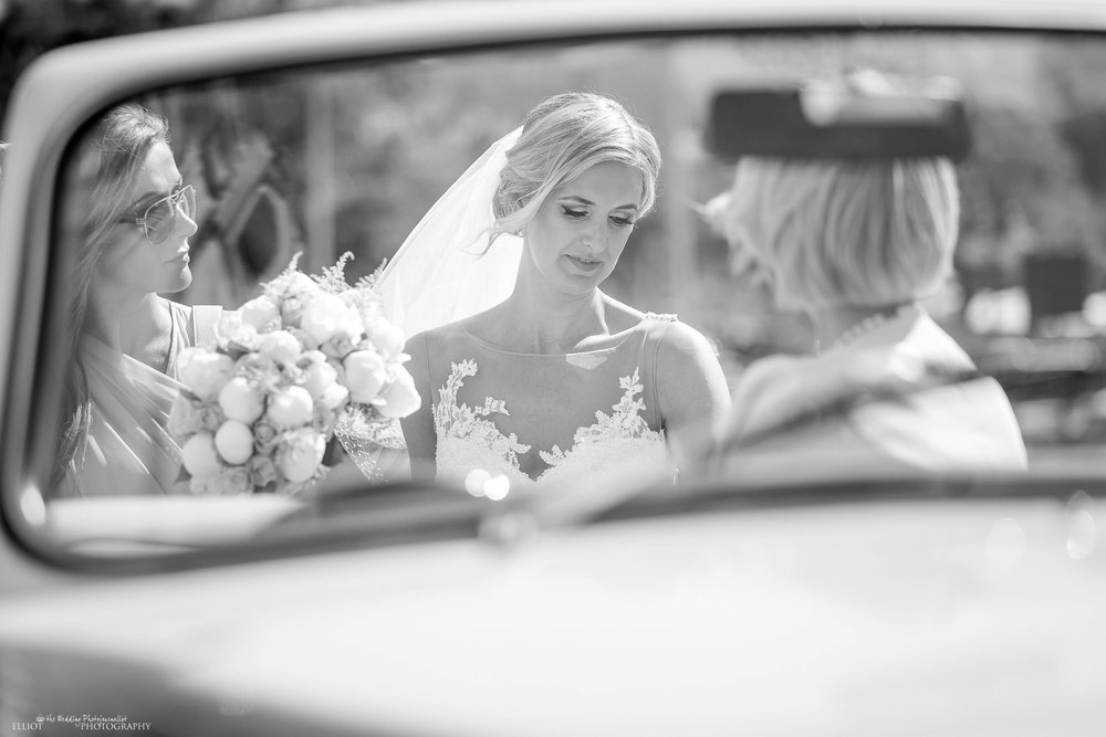 bride-church-vintage-car-wedding-destination-photography