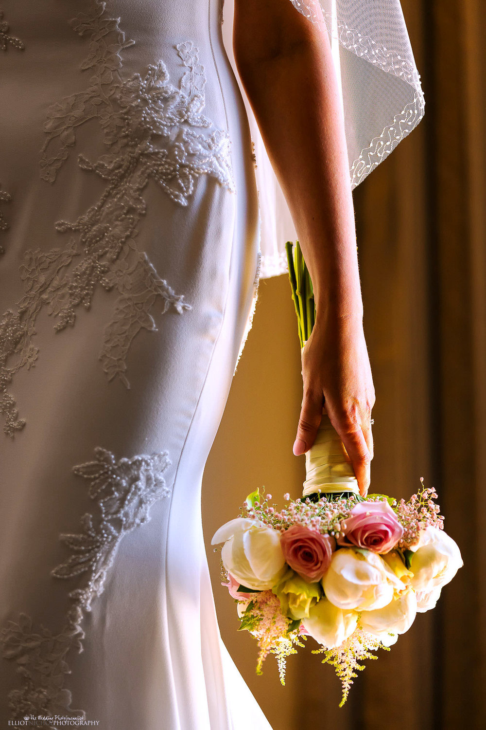 wedding-bouquet-dress-bride-best-destination-photography