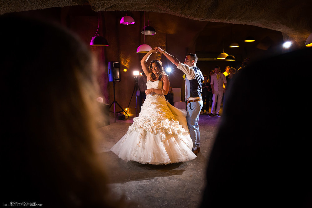 wedding-photography-first-dance-newlyweds