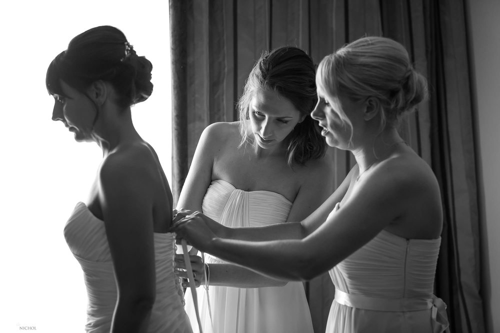 bride-wedding-dress-bridesmaid-photography