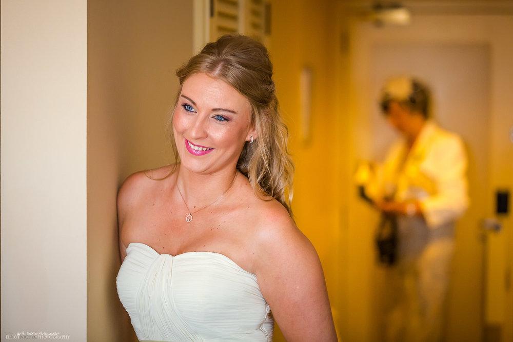 bridesmaid-wedding-destination-weddings-getting-ready