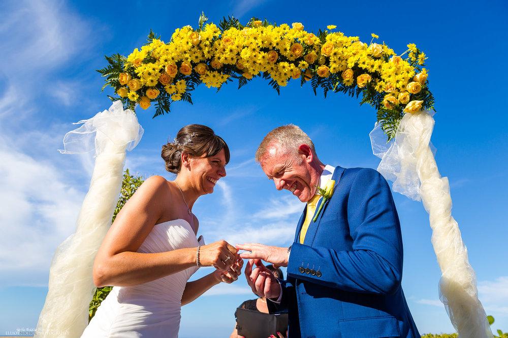 wedding-ring-exchange-destination-photography-ceremony