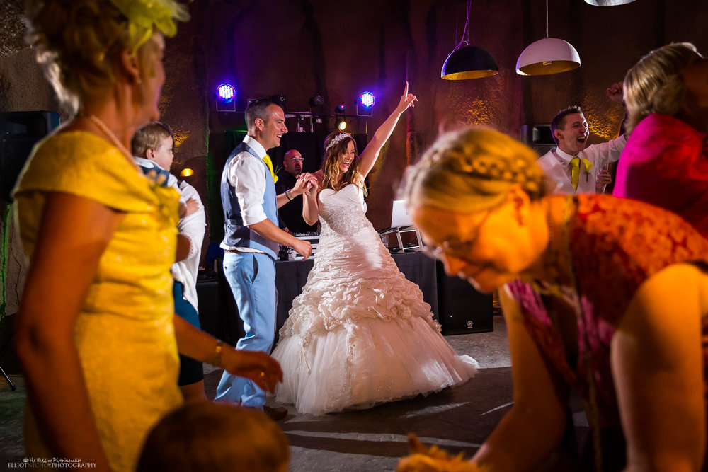 Bride is now on the dance floor. Photo y Elliot Nichol Photography.