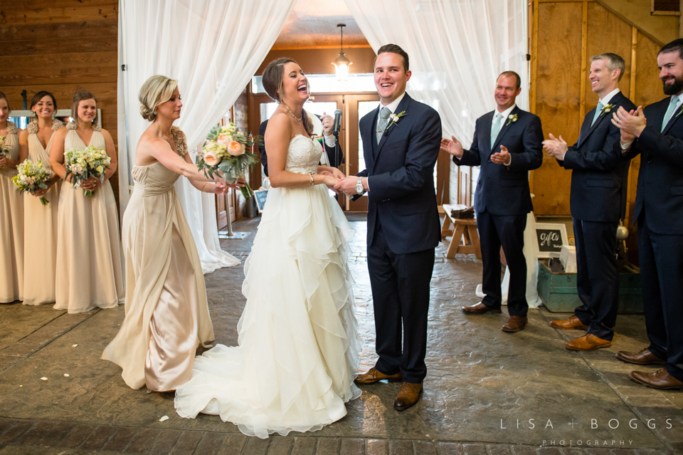 jodi_john_bluemont_vineyard_wedding_035