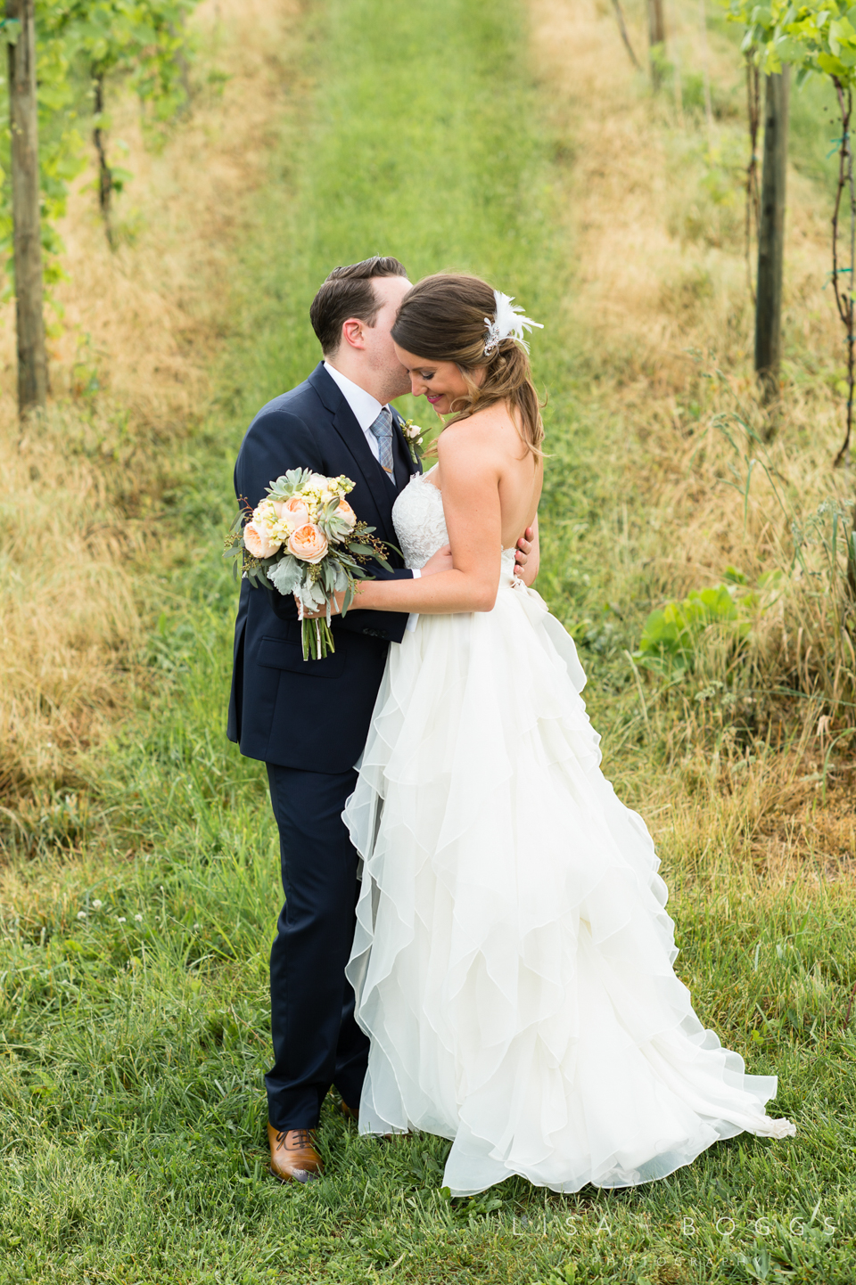 jodi_john_bluemont_vineyard_wedding_038