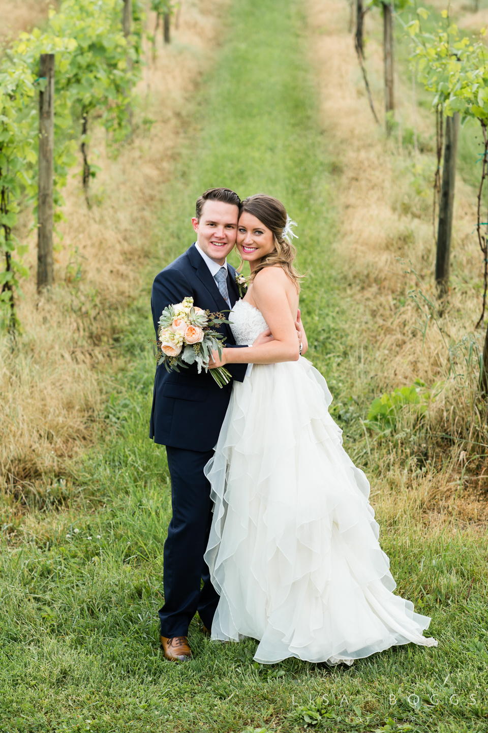 jodi_john_bluemont_vineyard_wedding_039