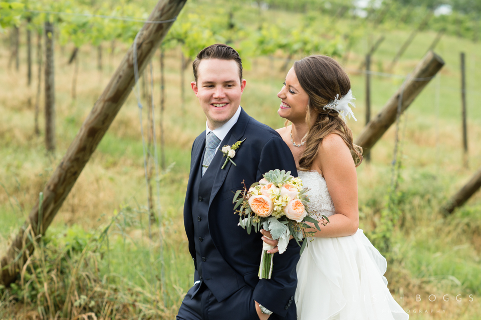 jodi_john_bluemont_vineyard_wedding_040