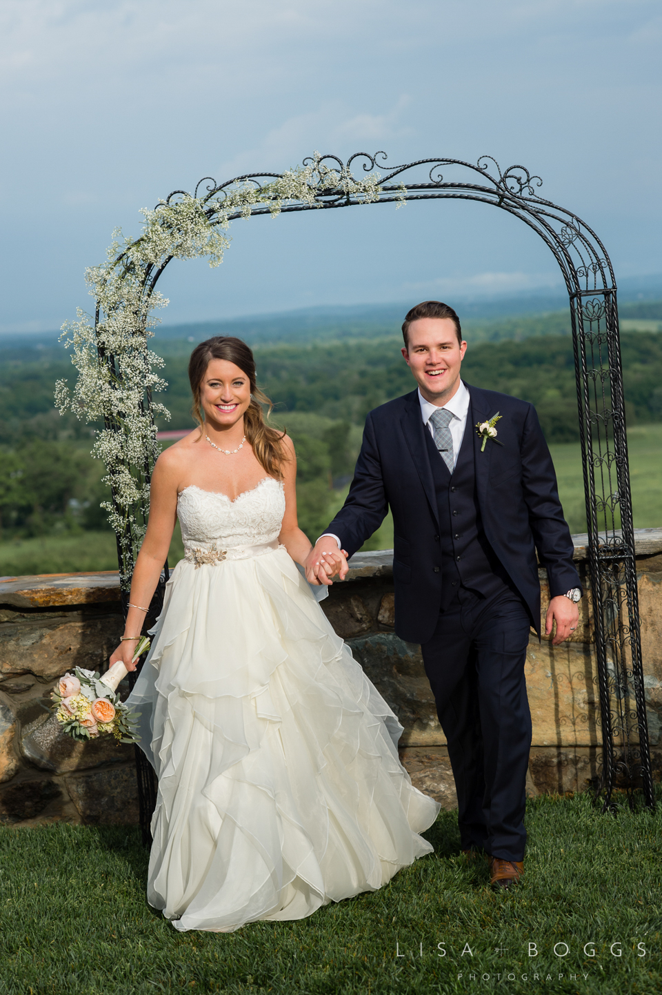 jodi_john_bluemont_vineyard_wedding_043