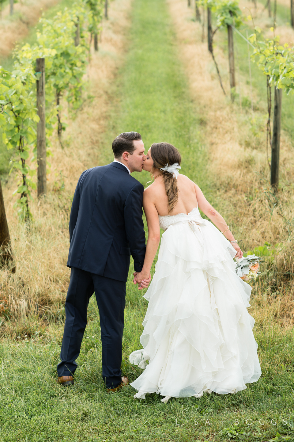 jodi_john_bluemont_vineyard_wedding_042