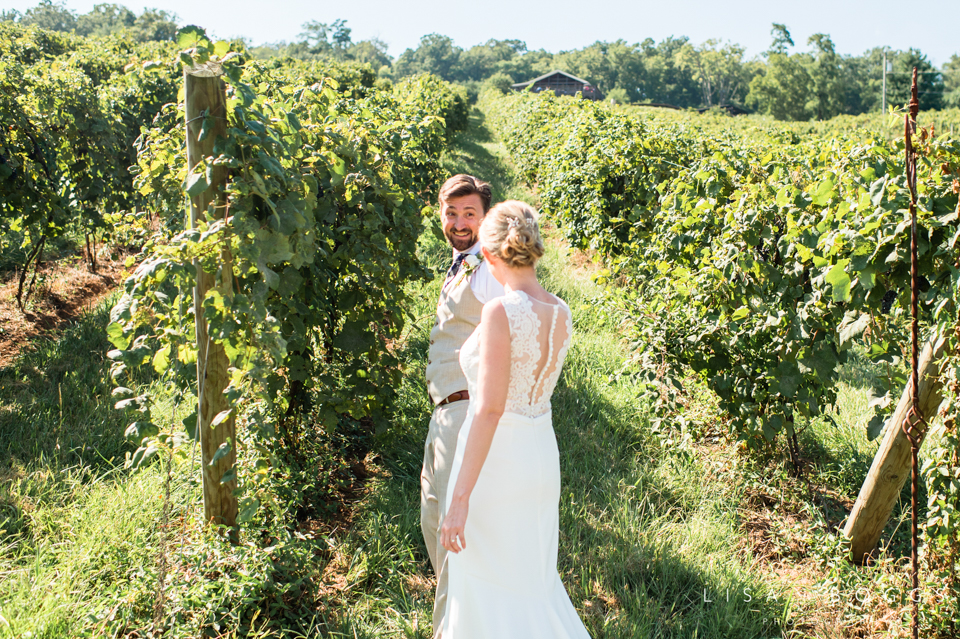 j&c_bluemont_vineyard_wedding_lisa_boggs_photography_04.jpg