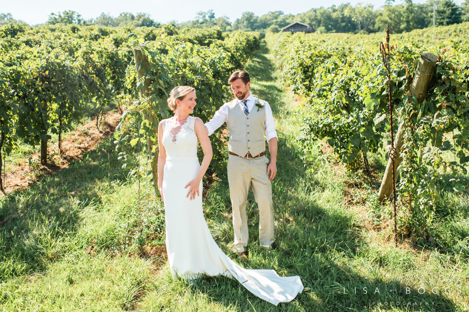 j&c_bluemont_vineyard_wedding_lisa_boggs_photography_05.jpg