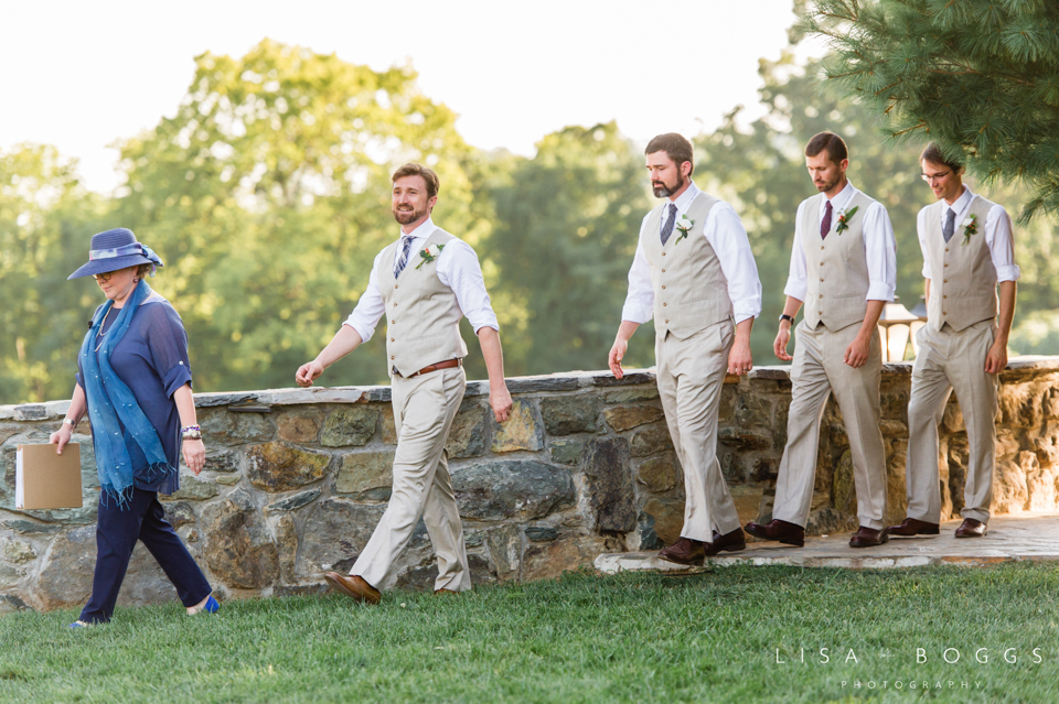 j&c_bluemont_vineyard_wedding_lisa_boggs_photography_16.jpg