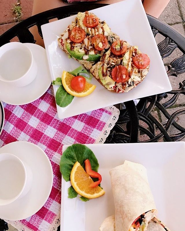 Come in and enjoy the summer day in our outside seating! The Vegan Delight and Mama's love wrap are perfect for springtime lunch! #stratford #stratfordct #tea #icedtea #outside #spring #summer #ct #ctfood #cafe #opendoortea #vegan #connecticut #glutenfree #avocado #healthy #water #newenglamd