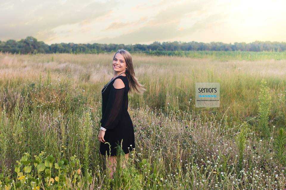 senior girl picture in summer field on Houlton Conservation Area in elk river