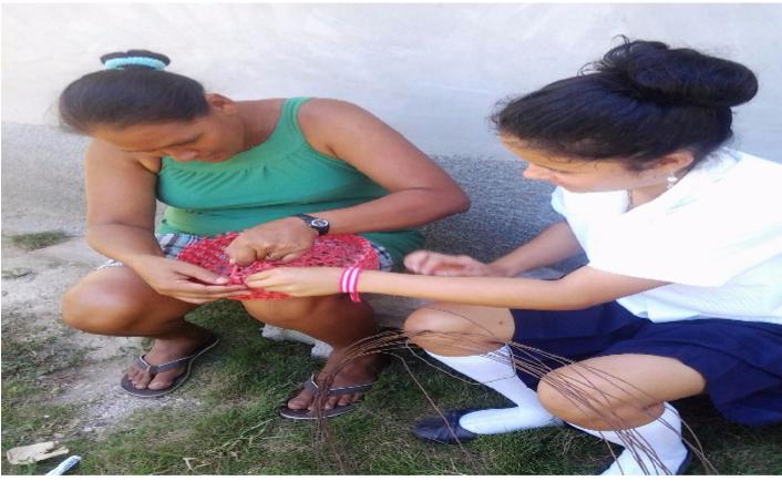 Elaboración de canastas, proyectos sostenibles con familia de escasos recursos. Col. 03 de Mayo.