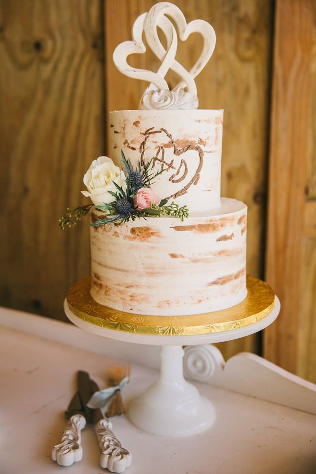 Two tier tree trunk cake - Tanya Bondarenko Photography.jpg
