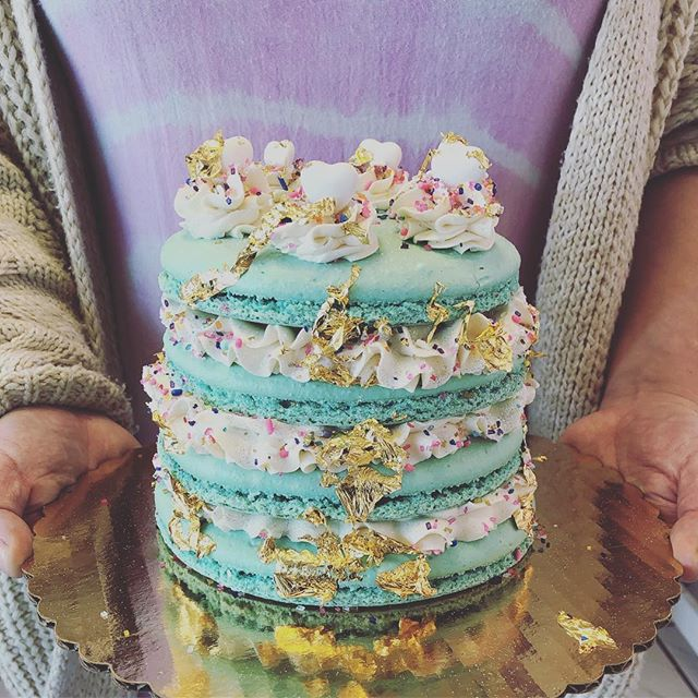 Really obsessing over this macaron cake from today and can't wait to do more!! This pretty thing is filled with @lotusbiscoff between each layer too! #ilovemyjob❤️ #workingwithpassion #madewithlove #madefromscratch #beachesdessertplace #alleycakes #macarons #macaroncake