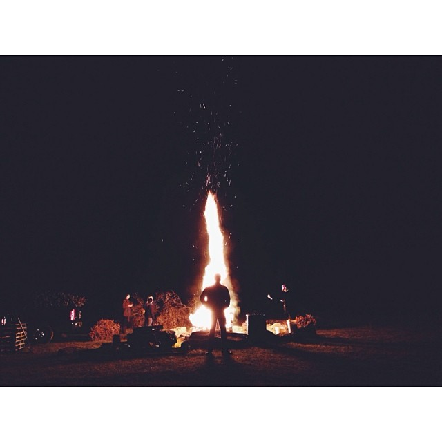 Gettin' the chill out of the air. @shannonirene @a_conan @davidhoskins #bonfire #latergram #winter #florida #fire