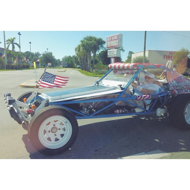 The sign on this car days it runs on water. Also it appears to be driven by Santa. H4gas.com #weirdflorida #car #alternativefuel #santa #merica