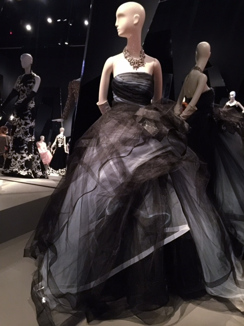 Oscar de la Renta: The Retrospective