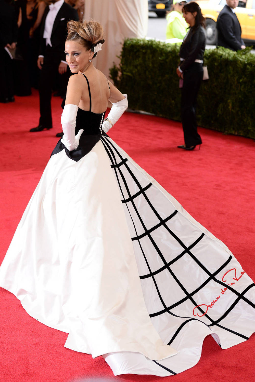 Image via Harpers Bazaar, Sarah Jessica Parker at the MET Gala