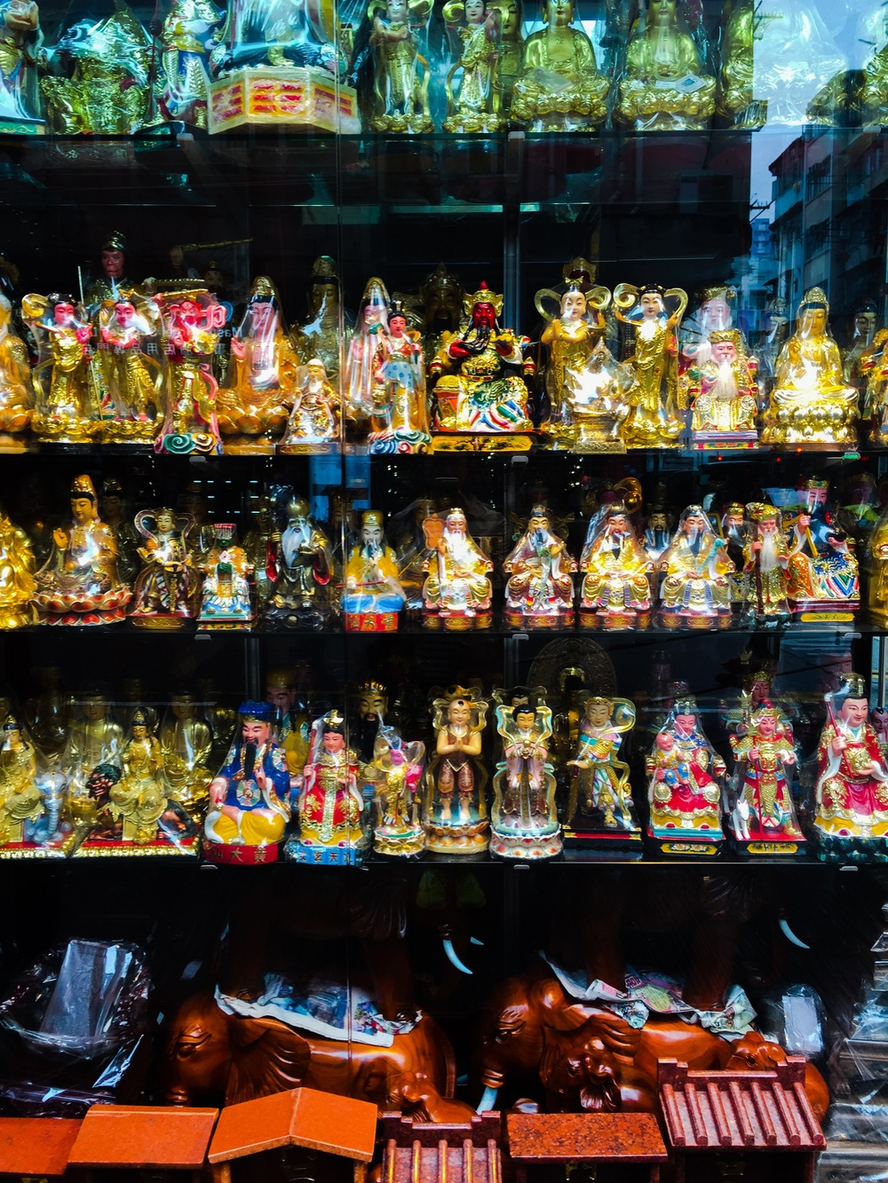 On the way to the Jade Market, window shopping for gold Buddhas...