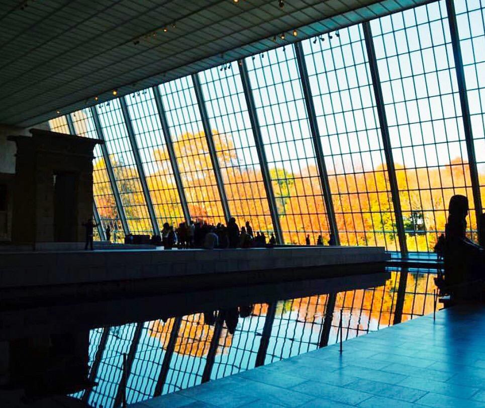 Metropolitan Museum of Art reflection pool