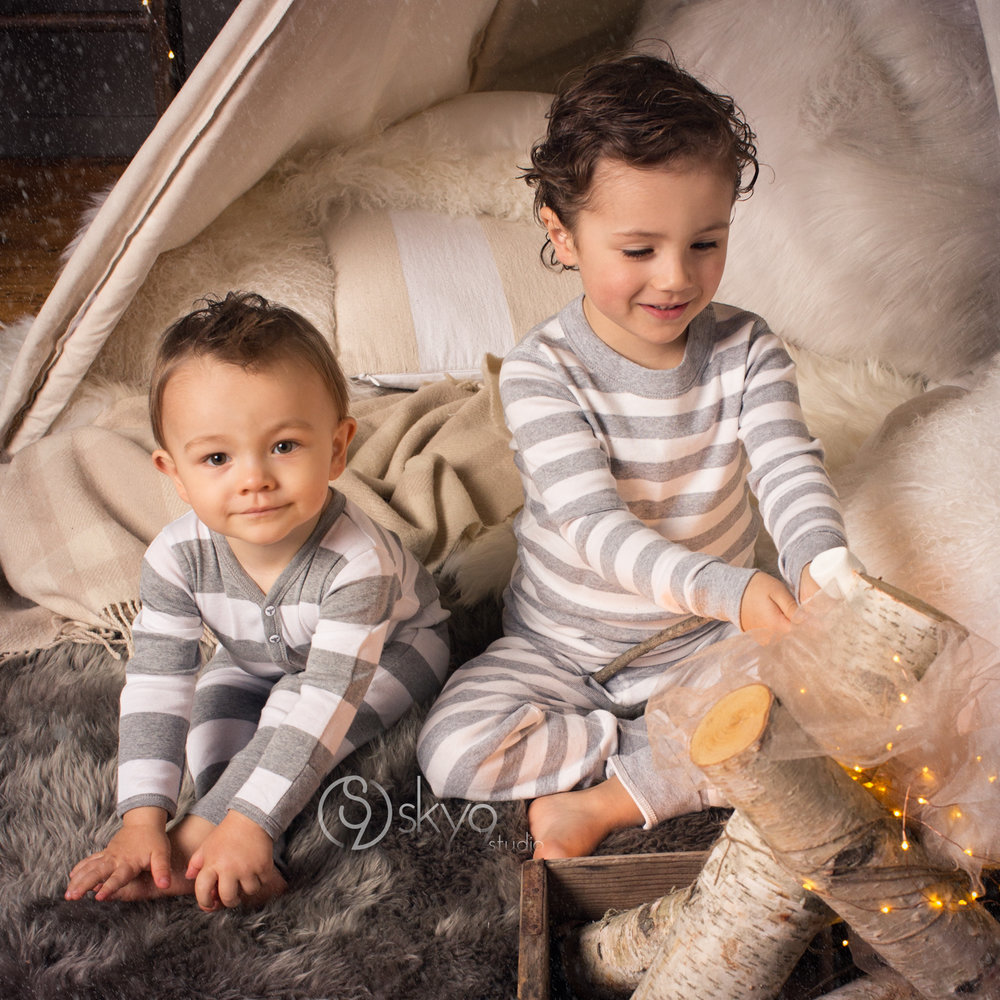 eastbay-minisession-winter-brothers-tent-photo