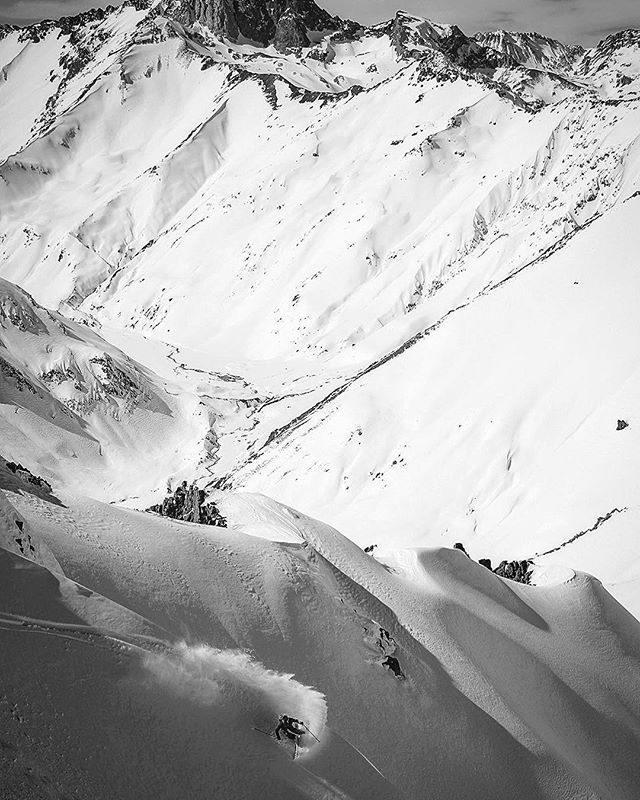 Terrain so UUUUGE it doesn't even fit in your insta 😳 And all ours—no lifts, no helis, no other operators. Endless options for lines that have never before been shredded. Don't miss your chance to get in on this!!! August 31-September 9. The doors are closing on Monday. #40tribes x #chilepowderadventures #chile #basecamp-style #ski and #splitboard #expedition #linkinprofile👆