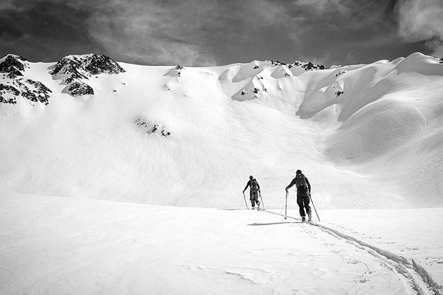 ¡Ay, Dios mío! Another monster storm is about to unleash on the Central #Andes🤘🤘🤘 Is it August yet?? #40tribes #southernmigration #chile #basecamp-style ski and #splitboard #expedition #linkinprofile👆