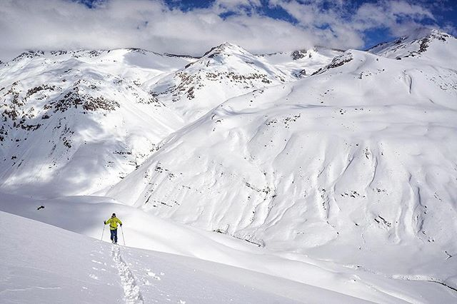 The second of our Chile basecamp sessions is indeed going down and all but✌️spots have been claimed. August 31-September 9. Private zone...camp at 2100m, shredding from 3000-3200m...first descents the name of the game. Need we say more? 📬 info@40tribesbackcountry.com #40tribes x #chilepowderadventures #southernmigration #chile #basecamp-style #ski and #splitboard #expedition #linkinprofile👆