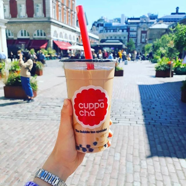 Hope we have another great sunny day today 😎 . . 📸 by @iambeckybee . ❤❤❤ Cold Milk Bubble Tea with extra pudding . . . . . #bubbletea #tapioca #pearls #milktea #tea #asian #cuppacha #foodphotography #foodblogger #pudding #dessert #colddrinks #londonfoodies #foodie #fooddiary #travelfood #coventgarden #asianfood #milk #sweets #summer #instafood #goodfood #feelgood  #eggpudding #london #eaterlondon #timeoutlondon #londonbubbletea
