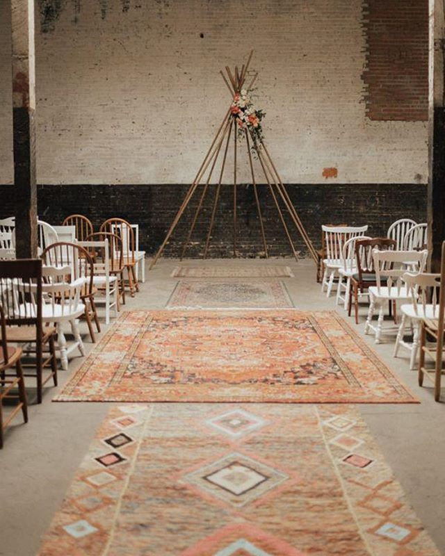 INSPIRATION TUESDAY⠀ ⠀ 💕⠀ ⠀ my new favorite ceremony decor. FINE, one of day, there's so many I can't only choose one.⠀ ⠀ this wedding is absolutely gorgeous and inspiring for the modern boho couple. I'll share more later on this week.⠀ ⠀ 📷 by @laurennicolephoto_ ⠀ ⠀ 💕🌿⠀ ⠀ //⠀ #amazing #beautiful #blush #boho #bohemian #bridal #chic #colorful #coral #dream #fierce #flowers #florals #greenery #gorgeous #glow #inspiration #love #mtl #mtlblog #mtlwedding #montrealwedding #perfect #real #teepee #unique #wedding #weddingmtl #wow