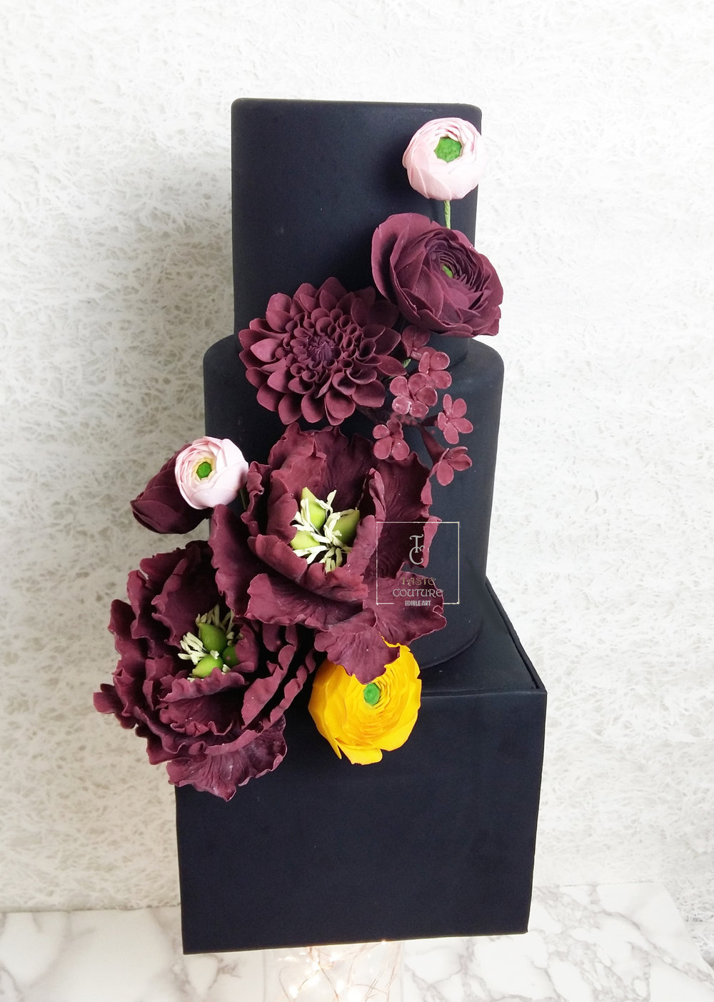 Black and burgundy flowers cake 2.jpg