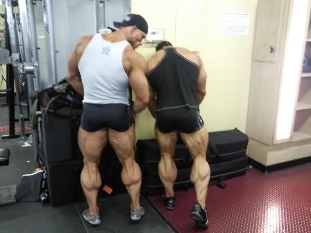 huge-calves-flexing