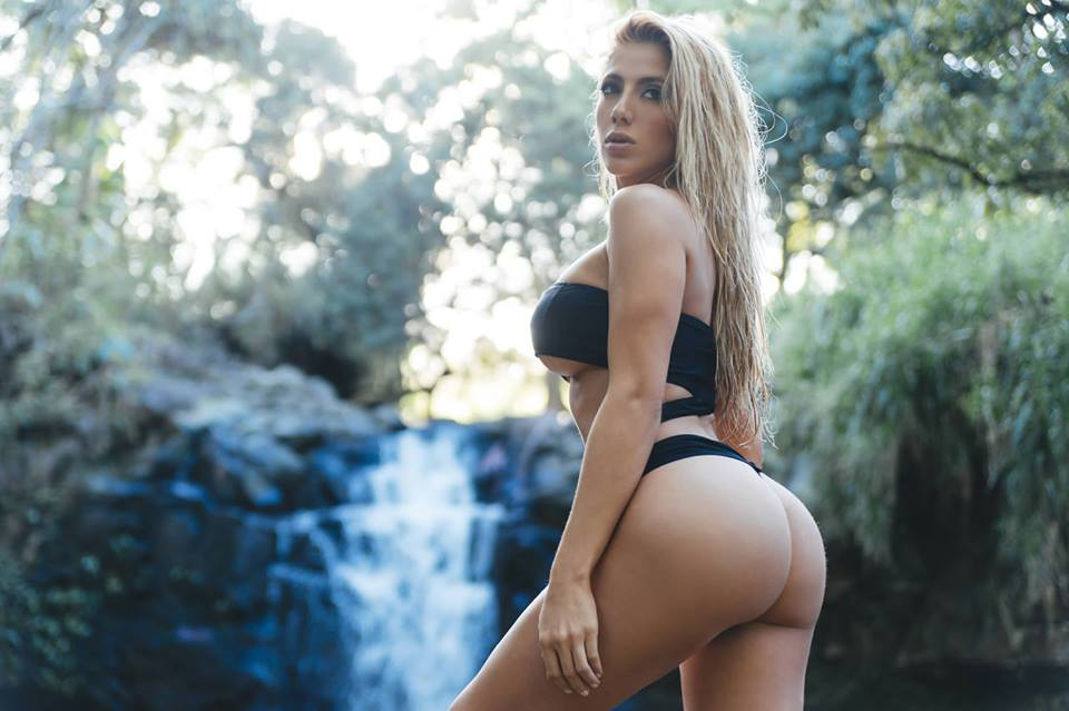 valeria-orsini-hot-butt-fitness-model