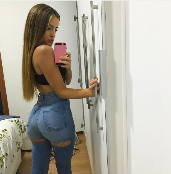 bruna-lima-hot-fitness-model-instagram-famous-butt3.jpg